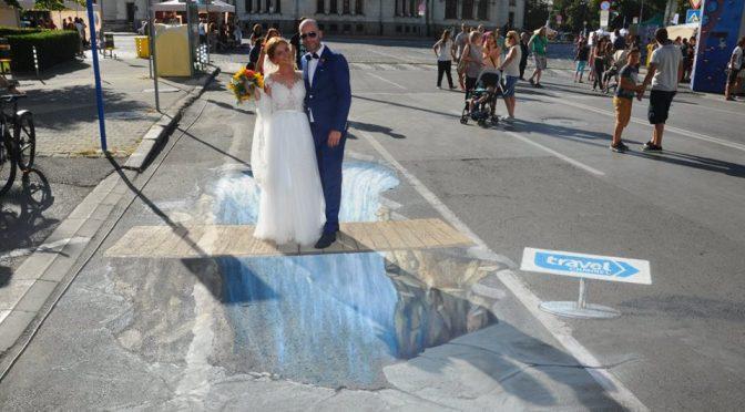 Истерия за водопад в асфалта